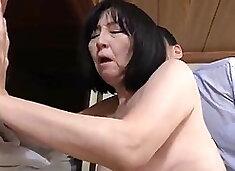 Une mamie japonaise baise son ex-mari