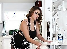 Smoking hot house maid gets her nice tits juiced up