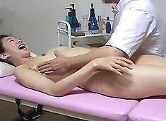 Sweet Japanese lassie toyed in hidden cam massage clip
